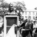 President Hillery unveiling the MacBride 1916 memorial. (l-r) Peter Grant Sculptor, Garda PJ Rourke, Brendan Bolster, President Hillery, Una Quinn & Owen Hughes